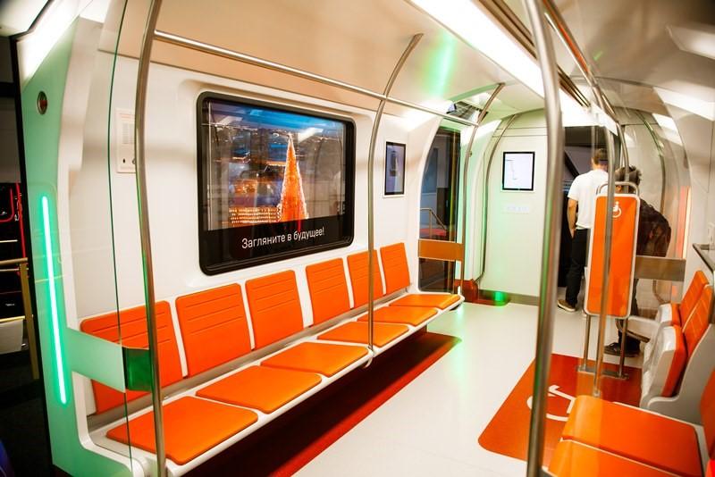 В окнах поездов метро будут установлены прозрачные дисплеи